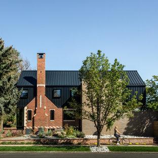 デンバーのカントリー風おしゃれな家の外観の写真