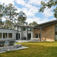 Modern Exterior by GOODCHILD BUILDERS INC