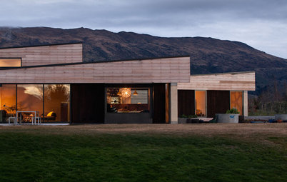 Houzz Tour: A Rammed-Earth House Built to Brave the Elements