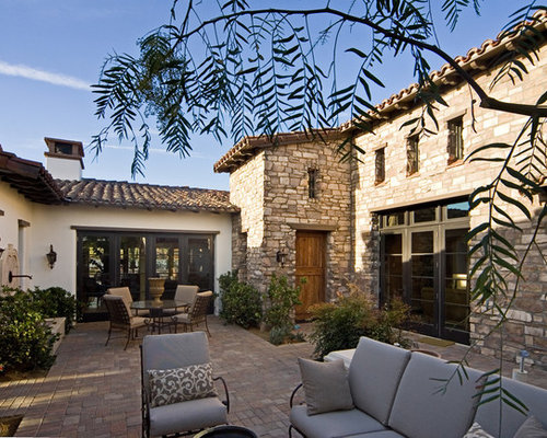 Italian courtyards home design ideas pictures remodel for Tuscan style house plans with courtyard