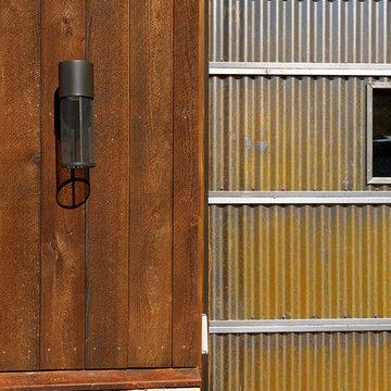 ranchwood™ Reclaimed Barn Wood Alternative – striking Colorado fall colors home