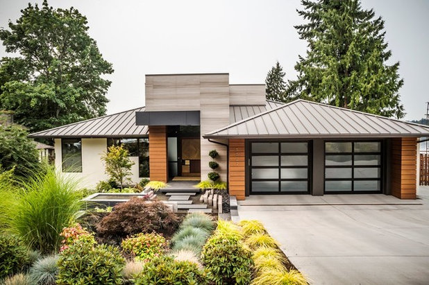 Midcentury Exterior by Gelotte Hommas Drivdahl Architecture