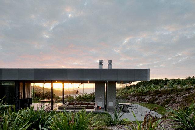Modern Exterior by Designhunter