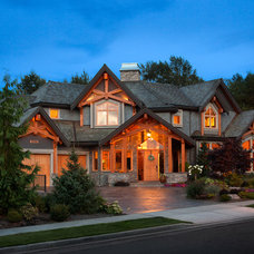 Traditional Exterior by Two Column Media