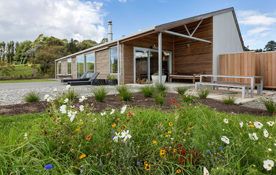 Houzz Tour: A Country Home With New Zealand Barn Style