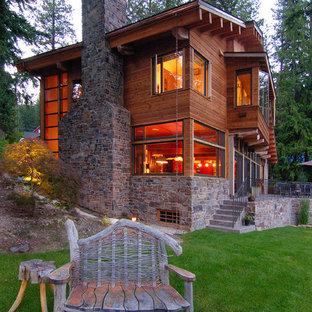 Пример оригинального дизайна: деревянный, коричневый дом в стиле рустика