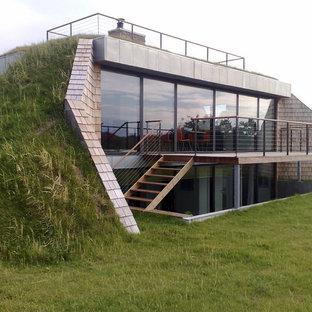 オールボーの中くらいのコンテンポラリースタイルのおしゃれな家の外観 (コンクリートサイディング、緑の外壁) の写真