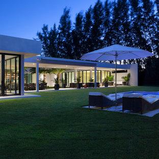 Diseño de fachada blanca, vintage, extra grande, de una planta