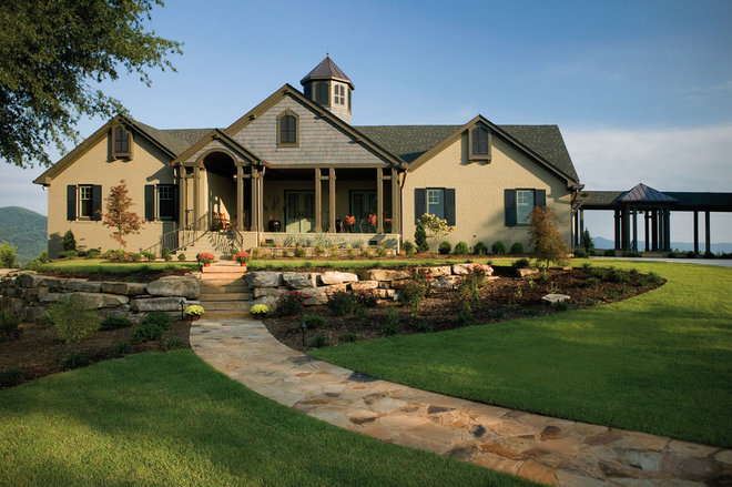 Traditional Exterior by FREEMAN & MAJOR ARCHITECTS