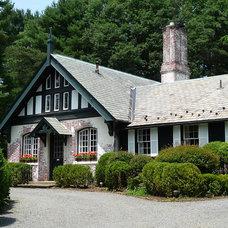 Farmhouse Exterior by Morgan Atelier Architecture, LLC