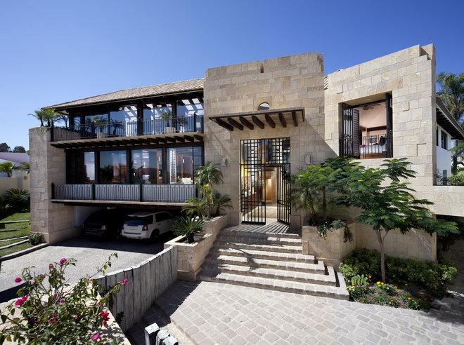 Contemporary Exterior by Humberto Artigas Arquitectos
