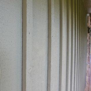 Exemple d'une très grand façade en bois verte nature à deux étages et plus.
