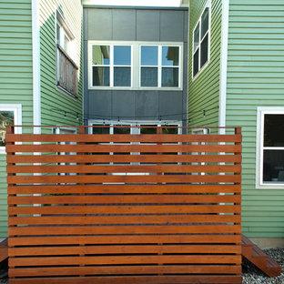 Imagen de fachada actual con revestimiento de metal