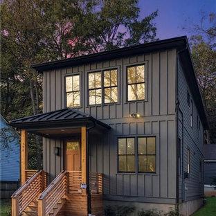 Пример оригинального дизайна: большой, двухэтажный, черный частный загородный дом в стиле современная классика с полувальмовой крышей