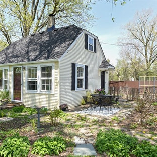 Example of a cottage chic exterior home design in Chicago
