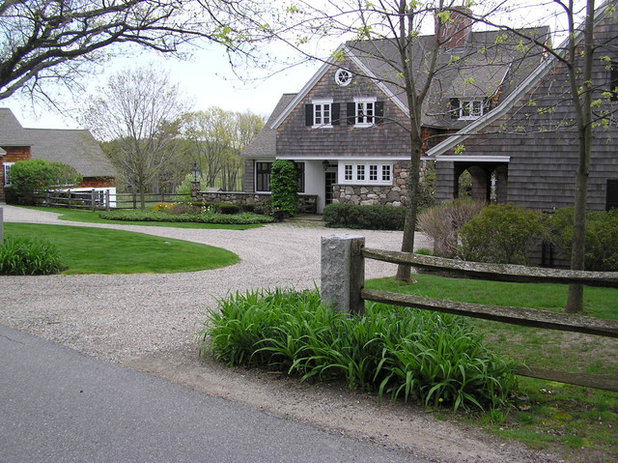Country Exterior by Woodburn & Company Landscape Architecture, LLC
