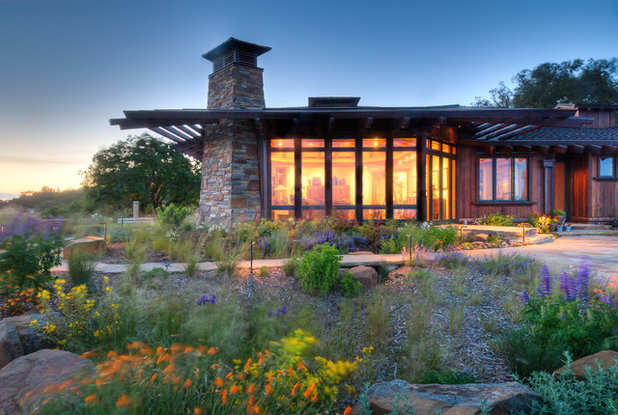 Contemporary Exterior by David Thorne Landscape Architect