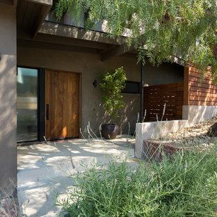 Imagen de fachada de casa verde, vintage, grande, de dos plantas, con revestimiento de estuco, tejado de un solo tendido y tejado de metal