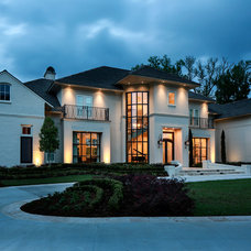 Transitional Exterior by Oivanki Photography
