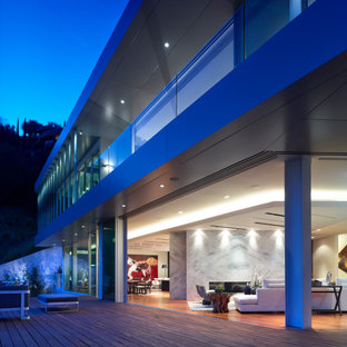 Large minimalist three-story mixed siding exterior home photo in Los Angeles