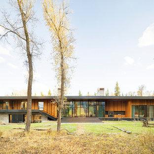 Idéer för att renovera ett industriellt brunt hus, med allt i ett plan och platt tak