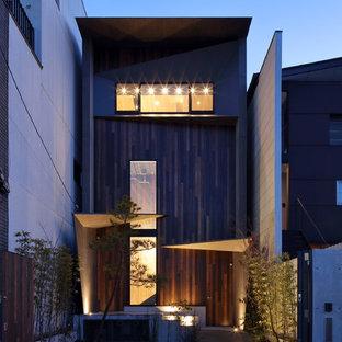 京都のコンテンポラリースタイルのおしゃれな家の外観 (混合材サイディング、茶色い外壁) の写真