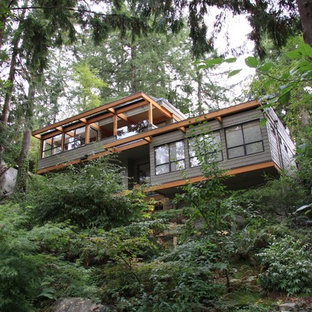 Mid-sized trendy green two-story wood house exterior photo in Vancouver with a mixed material roof