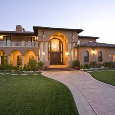 Traditional Exterior by Isaman design, Inc.
