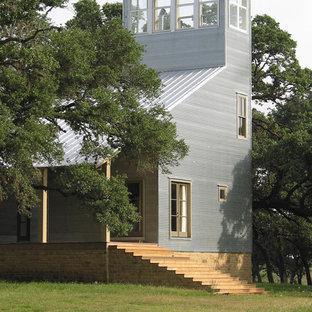 Foto de fachada gris, contemporánea, grande, de tres plantas, con revestimiento de metal