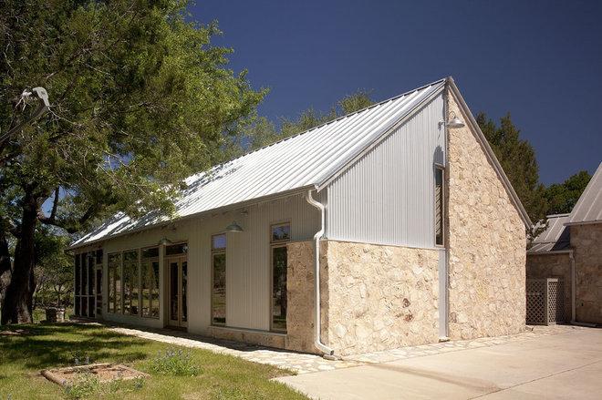 Rustic Exterior by Steinbomer, Bramwell & Vrazel Architects