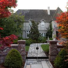 Traditional Exterior by Design Focus Int'l Landscape Architecture & Build