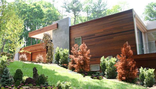 Modern Exterior by Miguel Weinstein Architect AIA