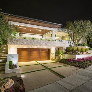 Idéer för stora funkis vita hus, med två våningar, stuckatur och platt tak