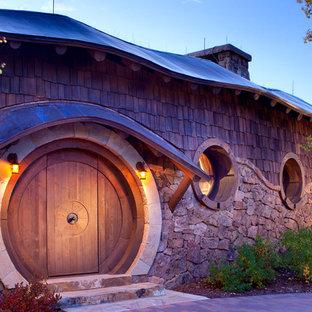 Einstöckiges Stilmix Haus mit Holzfassade in Denver