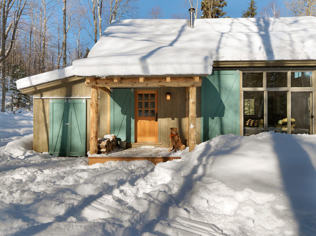 Rustic Exterior by Silver Maple Construction LLC