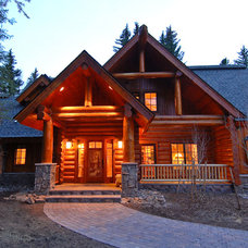 Traditional Exterior by Mountain Log Homes of CO, Inc.