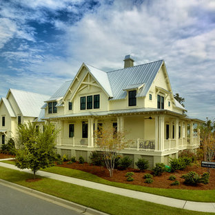 Traditional exterior home idea in Charleston