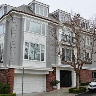 Esempio della facciata di un appartamento grande grigio classico a tre o più piani con rivestimenti misti, tetto a padiglione e copertura a scandole