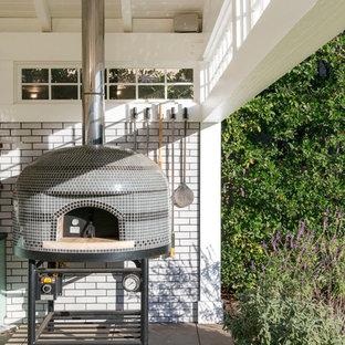 Elegant exterior home photo in Los Angeles