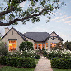 Traditional Exterior by Giffin & Crane General Contractors, Inc.