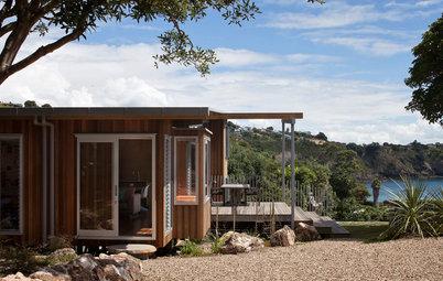 Houzz Tour: Three Pods Make a Beach House in New Zealand