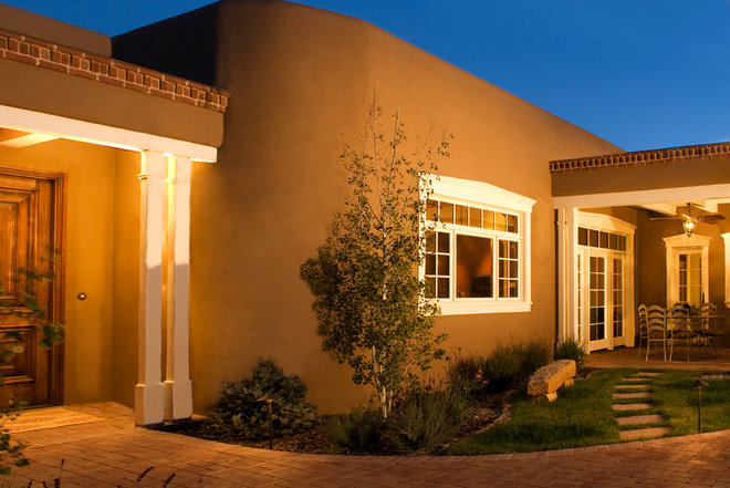 Roots of style pueblo revival architecture welcomes for Santa fe style homes