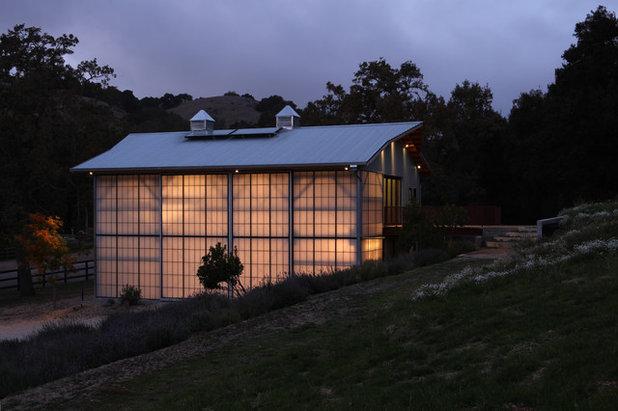 Farmhouse Exterior by Studio Carver Architects, Inc.