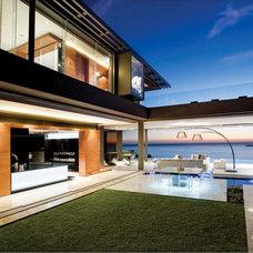Modern Exterior by SAOTA - Stefan Antoni Olmesdahl Truen Architects