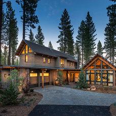 Rustic Exterior by Tanamera Construction / TC Homes