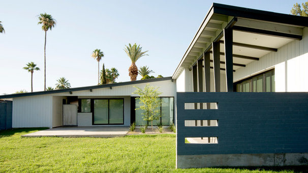 Midcentury Exterior by The Ranch Mine