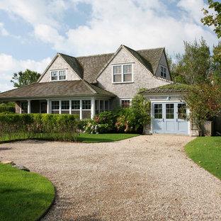На фото: двухэтажный, деревянный дом среднего размера в викторианском стиле с