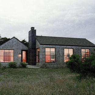 Kleines, Einstöckiges Klassisches Haus mit Holzfassade und Satteldach in San Francisco