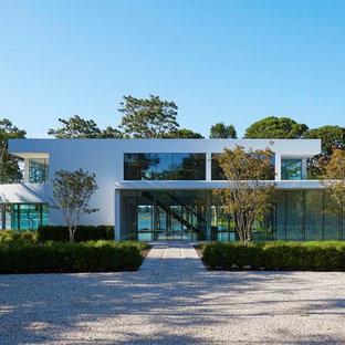 Diseño de fachada de casa blanca, minimalista, de dos plantas, con tejado plano