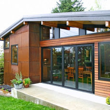 Contemporary Exterior by Tom Kuniholm Architects, AIA